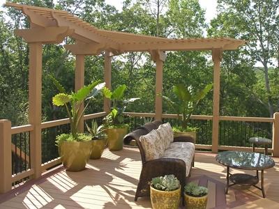деревянная терраса с декорацией