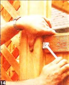 Крепим стенки ширмы шурупами
