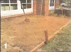 Отсыпаем песок в котлован