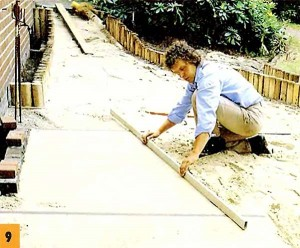 Ровняем слой песка