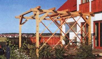 Терраса с деревянной перголой на даче
