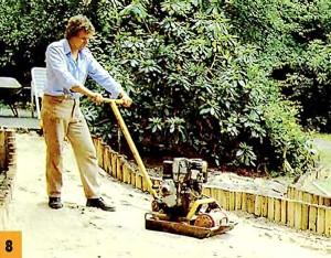 Трамбуем песок вибратором