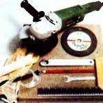 разрезаем плиты угловой шлифмашинкой