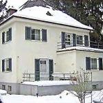 дом с крышей балконом