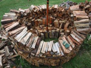 как складывать дрова кругом